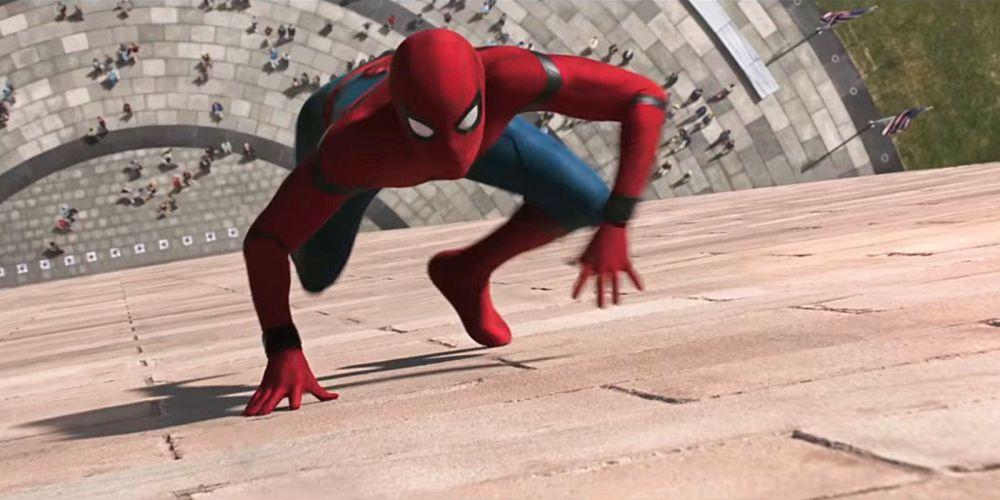 Spider-Man-Homecoming-Climbing-up-wall